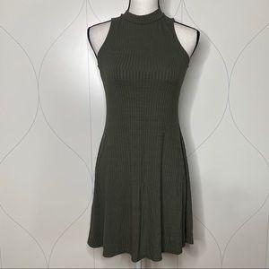 daytrip mock neck keyhole sleeveless dress olive M